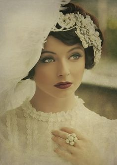Gorgeous make up this is just a beautiful pic of a vintage style bride luv it 1940s Makeup, Vintage Makeup, Vintage Beauty, Vintage Fashion, Wedding Hair And Makeup, Bridal Makeup, Bridal Hair, Hair Makeup, Vintage Hairstyles