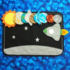 Space Play Set | Space shuttle | Planets Quiet Time | Galaxy Stars Solar System Felt Board | Outer Space Felt Board Imagination Play - Includes Board (Felt front Vinyl Backed), Rocket, Sun and 8 Planets. *11 total pieces* - Board is 7.5x10.5 inches (Color Black) - Window on rocket and