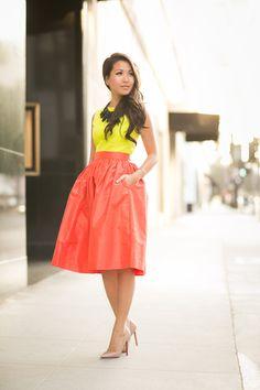Neon lemon top and orange skirt. Fashion Mode, Fashion Blogger Style, Petite Fashion, Modest Fashion, Womens Fashion, Curvy Fashion, Fashion Bloggers, Fashion Tips, Fashion Trends
