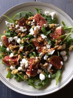 Rucola, Vigs, Goatcheese, walnuts and balsamico Veggie Recipes, Salad Recipes, Vegetarian Recipes, Healthy Recipes, I Love Food, Good Food, Fig Salad, Healthy Snacks, Healthy Eating