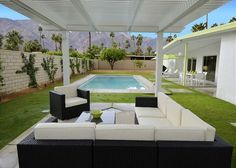 Palm Springs House Rental: Vista Linda ~ Special Take Off Any 4 Night Stay Thru ! Palm Springs Häuser, Palm Springs Style, Spring Vacation, Vacation Trips, Palm Springs Mid Century Modern, Small Pools, Time Design, Spring Home, Modern Architecture