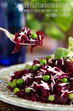 Sałatka z gotowanych buraków na miodzie i occie balsamicznym z zielonym groszkiem i oscypkiem - Smacznego! http://gotowaniezpasja.pl/salatki/327-salatka-z-gotowanych-burakow-na-miodzie-i-occie-balsamicznym-z-zielonym-groszkiem-i-oscypkiem #foodphotography #foodporn #fotografiakulinarna #blogkulinarny #gotowaniezpasją #pawełłukasik #grzegorztargosz