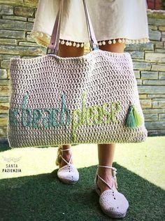 Bolso crochet Beach Please Crochet Beach Bags, Crochet Tote, Crochet Handbags, Crochet Purses, Crochet 101, Love Crochet, Crochet Yarn, Crochet Hooks, Beach Please