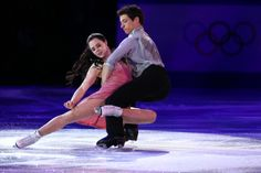 Scott Moir and Tessa Virtue of Canada perform during the Figure Skating Exhibition Gala on February 22, 2014 in Sochi, Russia. (Paul Gilham/Getty Images)