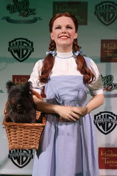 In actress Judy Garland skipped onto the big screen in the classic movie, The Wizard of Oz, and ever since, millions of little girls have dreamed about stepping. Dorothy Wizard Of Oz, Wizard Of Oz 1939, Dorothy Gale, Wizard Of Oz Pictures, Dorothy Halloween Costume, Kids Collage, Frizzy Curls, 1940s Looks, Cool Hairstyles For Girls