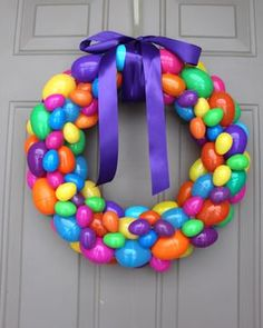 Find and save 41 diy easter eggs wreath ideas on Decoratorist. See more about diy easter egg wreath, diy easter egg wreath with string, diy easter egg yarn wreath, diy plastic easter egg wreath. Plastic Easter Eggs, Easter Crafts For Kids, Easter Ideas, Easter Food, Bunny Crafts, Easter Party, Easter Table, Easter Gift, Easter Bunny