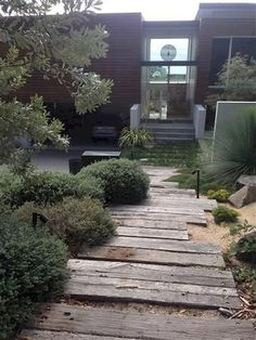Latest Trends in Decorating Outdoor Living Spaces, 20 Modern Yard Landscaping Ideas - All About Garden Coastal Gardens, Beach Gardens, Outdoor Gardens, Coastal Landscaping, Front Yard Landscaping, Landscaping Ideas, Farmhouse Landscaping, Garden Steps, Garden Paths