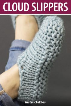 knitting projects Cloud Slippers: Easy beginner knitting pattern for super plush, warm slippers. Each slipper is knit flat in one piece and seamed down the middle. Knit Slippers Free Pattern, Knitted Slippers, Slipper Socks, Sewing Slippers, Crochet Slipper Pattern, Knit Socks, Knitting Terms, Free Knitting, Start Knitting
