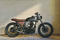 1975 Honda is not your typical CB cafe racer. It's probably one of the fastest vintage Hondas we've ever seen.This 1975 Honda is not your typical CB cafe racer. It's probably one of the fastest vintage Hondas we've ever seen. Virago Cafe Racer, Yamaha Cafe Racer, Cg 125 Cafe Racer, Cx500 Cafe, Estilo Cafe Racer, Cafe Racer Seat, Cafe Racer Style, Cafe Bike, Cafe Racer Build
