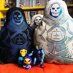 CUDDLE ME SKELY Cuddle A Villain Cushion Special