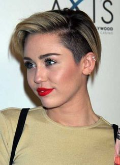 The hair evolution of Miley Cyrus from pixie crop to mohawk and pompadour style with in between look. Undercut Pixie, Undercut Hairstyles Women, Pixie Hairstyles, Shaved Hairstyles, Party Hairstyles, Wedding Hairstyles, Cute Haircuts, Short Pixie Haircuts, Short Hair Cuts
