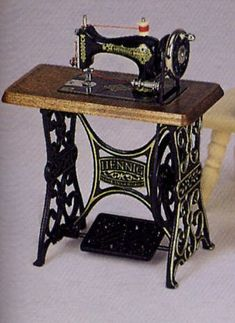 *BODO HENNIG ~ Miniature Vintage Sewing Machine with Moving Needle.