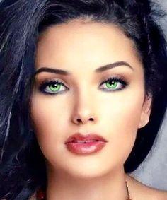 Aishwarya Rai Indian Beauty, Gorgeous Women, Beautiful Eyes, Most Beautiful Face Beautiful Eyes Color, Stunning Eyes, Pretty Eyes, Beautiful Gorgeous, Cool Eyes, Gorgeous Women, Girl Face, Woman Face, Beauté Blonde