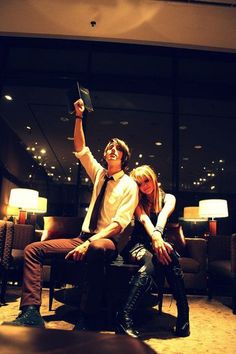 Light Yagami and Misa Misa from Death Note. Best Cosplay, Anime Cosplay, Light And Misa, Halloween Ideas, Halloween Costumes, Death Note Light, Death Note Cosplay, Light Yagami, Casual Cosplay