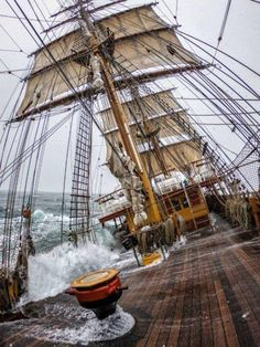 Bateau Pirate, Old Sailing Ships, Whitewater Kayaking, Canoeing, Wooden Ship, Its A Mans World, Canoe Trip, Sail Away, Wooden Boats