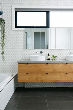 Choosing a new toilet can be difficult but with a bit of knowledge, you can get a great new toilet at a great price. Dark Floor Bathroom, Slate Bathroom, Bathroom Tub Shower, Dark Bathrooms, Cheap Bathrooms, Bathroom Windows, Bathroom Flooring, Bathroom Interior, Amazing Bathrooms