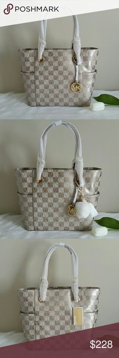 NWT MICHAEL KORS JET SET TOTE BAG. AUTHENTIC. Brand new authentic michael kors jet set tote bag.  Smoke and pet free home.  Fast shipping + extra gift. Michael Kors Bags Totes