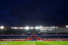 Fotografía de noticias: Una vista general del estadio antes de la UEFA ...