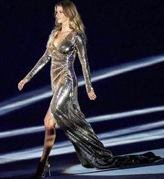 Boa tarde com a top #diva Gisele Bundchen brilhando nas Olimpíadas!…