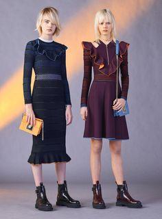 Versace presenta la Pre-Fall 2017 -  - Read full story here: http://www.fashiontimes.it/galleria/versace-presenta-pre-fall-2017/