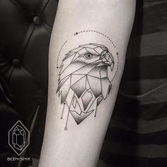 Tatuagem Masculina Geométrica no Braço