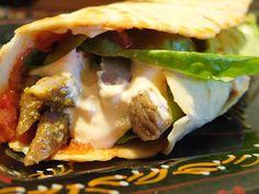 Házi tortilla, házi salsa szósz | Chef a családban Gyro Pita, Salsa, Hamburger, Sandwiches, Tacos, Mexican, Ethnic Recipes, Food, Meal