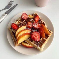 ↬*。゚͏𝖼𝗋𝗎𝗇𝖼𝗁𝖼𝗋𝗎𝗇𝖼𝗁𝗂𝖾𝗌 Cute Food, Good Food, Yummy Food, Breakfast Recipes, Snack Recipes, Photo Food, Food Porn, Food Platters, Food Goals