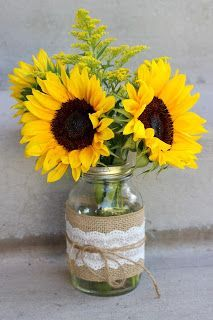 17 Pretty Mason Jar Flower Arrangements - Best Floral Centerpieces in Mason Jars Mason Jar Flower Arrangements, Sunflower Arrangements, Mason Jar Flowers, Mason Jar Centerpieces, Mason Jar Diy, Floral Centerpieces, Sunflower Table Centerpieces, Sunflower Decorations, Mason Jar Burlap