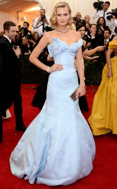 2014: Toni Garrn wore a pale blue TopShop ball gown. Leo's girl is very gorgeous! I love the gown and the color is beautiful. She looked very elegant