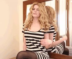 Carrie Bradshaw Curls Tutorial - Carrie Bradshaw Hair How To - Marie Claire