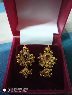 Jumka Earrings, Gold Jhumka Earrings, Jewelry Design Earrings, Gold Earrings Designs, Gold Jewelry Simple, Gold Rings Jewelry, Traditional Earrings, Ear Rings, Studs