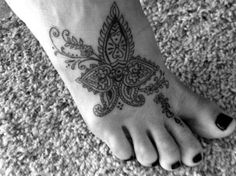 If you like flower tattoos, then you will like orchid tattoos for women!An orchid tattoo resembles way of life. Henna Tattoo Foot, Tattoo You, Henna Tattoos, Foot Tatoos, Henna Feet, Cute Tattoos, Beautiful Tattoos, Body Art Tattoos, Make Up