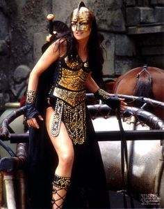 my mom got a chance of a lifetime! she got a chance to take a picture of Lucy Lawless in her Saba the Charioteer outfit. Saba The Charioteer Lucy Lawless, Xena Costume, Cosplay, Warrior Princess Costume, Fantasias Halloween, Sword Fight, Wonder Woman, Fantasy Warrior, Divas