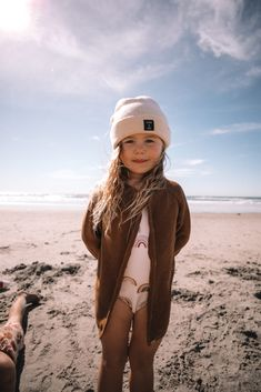 Frankie's First Trip to the Beach - Barefoot Blonde by Amber Fillerup Clark Cute Toddlers, Cute Kids, Cute Baby Girl, Cute Babies, Toddler Outfits, Kids Outfits, Blonde Kids, Stylish Kids Fashion, Beach Kids