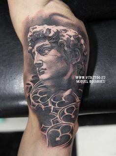 Miguel Angel Bohigues Tattoo - Find the best tattoo artists anywhere . V Tattoo, World Tattoo, Miguel Angel, David Beckham Back Tattoo, Back Tattoos, Cool Tattoos, Star Of David Tattoo, Michelangelo Tattoo, Herren Hand Tattoos
