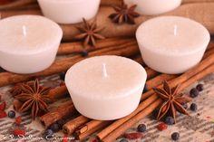Velas aromáticas, regalos para invitados. Son velas naturales, hechas a mano de cera vegetal natural; perfumadas con aceites esenciales de plantas aromáticas. Se personalizan para bodas.