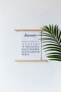 Don't let 2017 slip by! Keep on track with this DIY Calendar Wall Stand & Free A4/A3 Printable Calendar to remind yourself to make every day count!