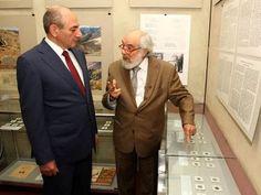 El Museo de Historia de Stepanakert se ha enriquecido con nuevas colecciones de monedas armenias ofrecidos por un armenio de Líbano.