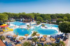 Ca' Pasquali Village (camping) - Cavallino - Italië Swimming Pool Slides, Swimming Pools, Hotels For Kids, Camping Resort, Parking Design, Visit Italy, Van Camping, Summer Travel, Beach Resorts