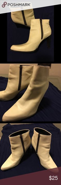 Nine West ankle booties Like new Nine West ankle booties only worn 3 times. They have a beautiful cream color which is the perfect match to all your winter white outfits 😍 Nine West Shoes Ankle Boots & Booties