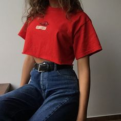 Simple casual outfit with red crop top mom jeans and black basic belt.