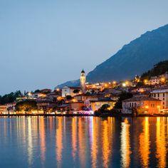 """Limone sul Garda ist der Inbegriff von """"Bella Italia""""! Hier kannst du ausgezeichnete italienische Speisen kosten, den atemberaubenden Blick auf …"""