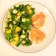 Super quick late lunch of salmon and cream cheese rice cakes with a spinach cucumber and pepper salad. So much yum!!
