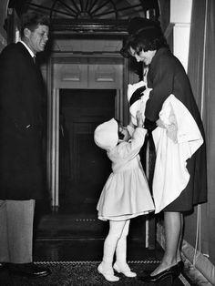 jackieandaudrey:    Jackie with her husband John Kennedy and their daughter Caroline.