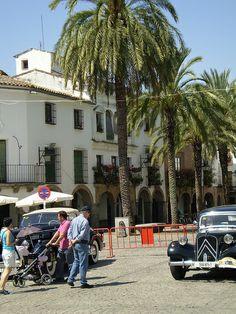 Plaza Grande de origen árabe, plaza porticada donde se ubicaban los mercados