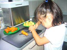 TERESA PON LA MESA no sólo cuenta con tronas, platos destinados a los más pequeños y un espacio para jugar, sino que también ofrecen cursos de cocina para mayores y niños.