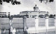 The spear-head iron gates of Santo Tomas
