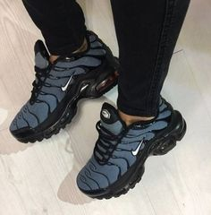 11 Indescribable Shoes For Women Outfits Ideas 5 Dumbfounding Useful Ideas Gucci Shoes Suede winter shoes beautiful Vans Shoes Floral shoes tenis fashion Shoes Heels Lace Gucci Sneakers, Gucci Shoes, Sneakers Fashion, Women's Shoes, Nike Shoes, Shoe Boots, Fashion Shoes, Lace Sneakers, Men Sneakers