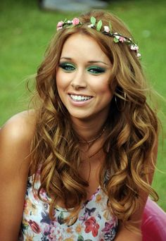 Get her look: Una Healy (The Saturdays) - festival style - Festival fashion - steal their star style - Una Healy from The Saturdays - festival style Pop princesses often find dressing for muddy fields and the mosh pit a bit of a challenge. The Saturdays' Una Healy comes over...