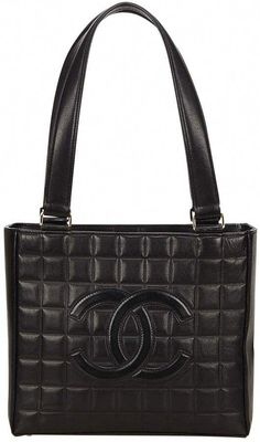 8a01526a5dbb Buy your leather handbag Chanel on Vestiaire Collective